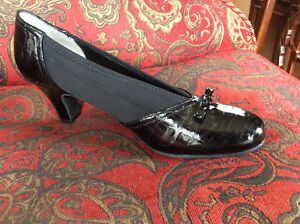 Ros Hommerson 9.5 N Ladies shoes NEW - Black Kid Pump