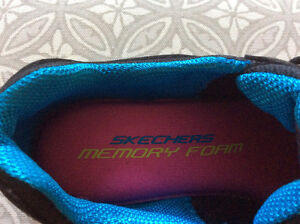 SKETCHERS GIRLS RUNNERS - BRAND NEW - SIZE 6.5 Strathcona County Edmonton Area image 3