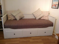 WHITE IKEA HEMNES DAY BED WITH 1 QUALITY THICK MATTRESS AND MATTRESS TOPPER PLEASE READ DESCRIPTION