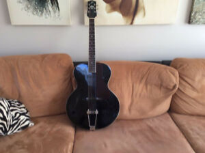 Guitare Loar LH 300  Hollow Body