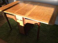 Drop leg table