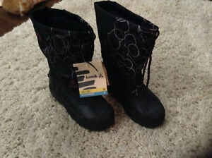 Warm boots kids size 2