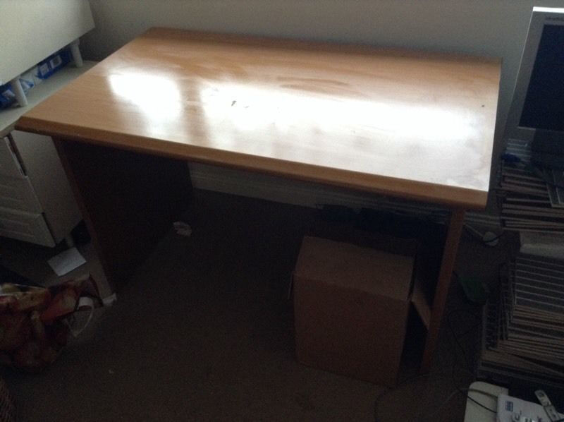 computer tablein Rochester, KentGumtree - computer table has some marks on it this reflect the cheap price has been taken apart and litreally takes 5 mins to put it back together £8 collection strood must be gone asap