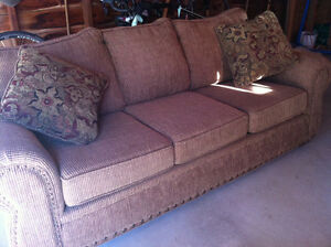 Couch for sale Kawartha Lakes Peterborough Area image 3