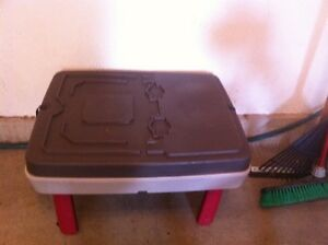 LITTLE TIKES SAND AND WATER TABLE. NEW COND