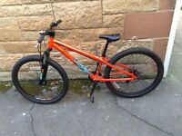 Mongoose Fireline Kids Bike in immaculate condition and would make for a great Xmas present