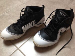 Nike Men's size 11 metal baseball cleats