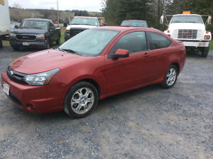 2009 Ford Focus SE Coupe auto loaded cold air 135 kms $3750.00