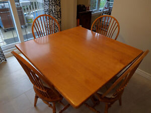Real Maple Hardwood Table and Chairs for Sale West Island Greater Montréal image 1