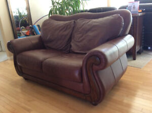 Leather Red Love Seat Very good condition
