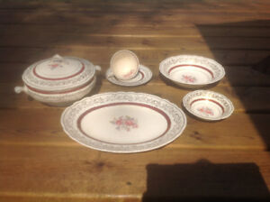 Complete set of sovereign dishes