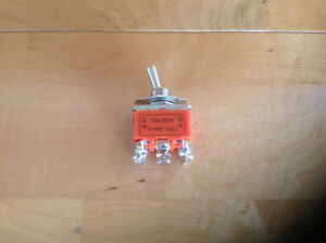 Double pole double throw toggle switch