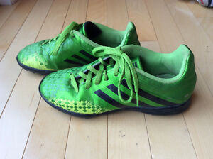 Indoor soccer shoes (size 4)
