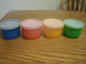 Set of 4 Classic Tupperware Snack Cups with Lids
