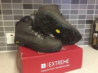 Extreme men's walking boots