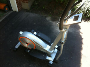 Eliptical Trainer - Tempo 605e