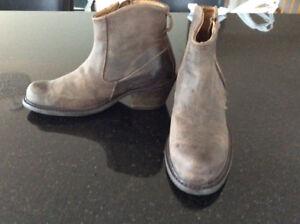 Nwot John Fluevog Boots