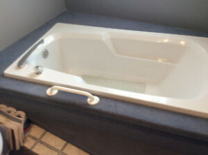 LARGE BARELY USED SOAKER TUB