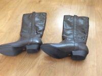 Ladies brand new size 4 grey boots