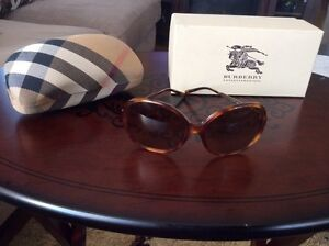 Burberry sun glasses Cambridge Kitchener Area image 1