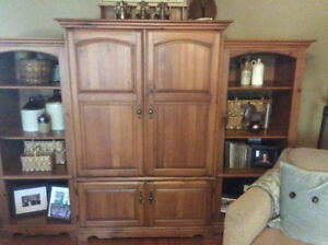 Well maintained Palliser wall unit.