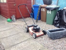 Petrol mower.briggs and Stratton engine.with grass box.this is old but works.cheap at £25
