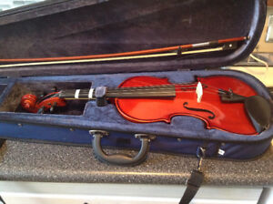 VIOLIN FOR BEGINNER STUDENT WITH CASE IN N. KILDONAN