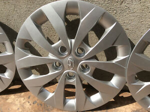 "Hyundai Elantra Wheel Covers - 16"" original equipment Kitchener / Waterloo Kitchener Area image 3"