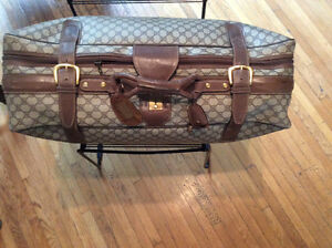 Valise Gucci taille 27- 19 - 9