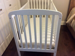 CRIB AND MATTRESS IN AMAZING CONDITION