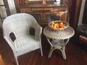GREY WICKER TABLE & CHAIR SET EXCELLANT CONDITION