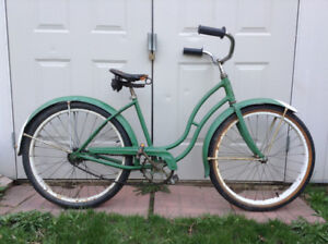 Vintage Ladies Schwinn Cruiser - Small Rider !