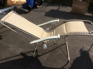 FOLDABLE REFLEXOLOGY CHAIR FOR SALE IN EXCELLENT CONDITION