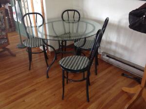 Table en métal avec 6 chaises