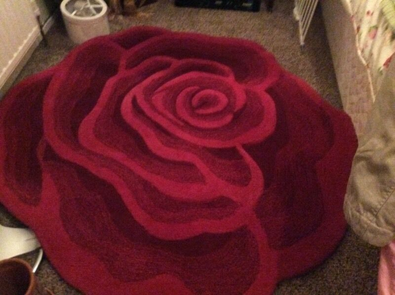 Outstanding Red Rose Rug
