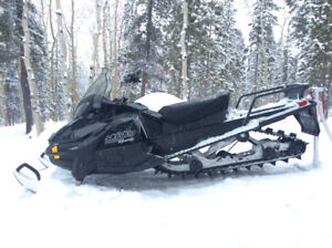 2012 SKIDOO TUNDRA EXTREME - Excellent Condition & Low km