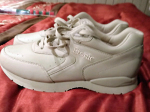 BRAND NEW  Sports shoes size 9