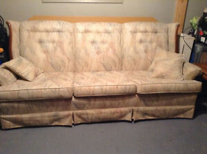 Couch and chair set - antique Kitchener / Waterloo Kitchener Area image 4