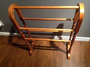 Beautiful Oak quilt rack