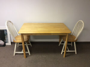 Dinning room table with 2 chairs