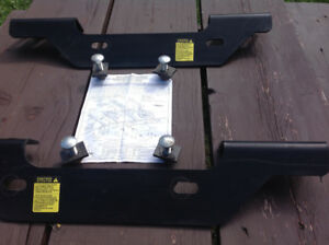 Bracket attache fifth wheel 2500hd