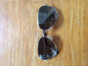 Ray ban sunglasses new in case