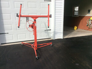 Dry wall lifter