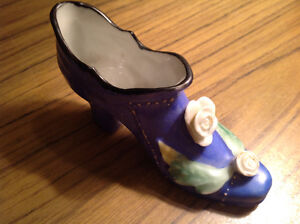 Pretty Vintage Japan made collectable figurine porcelain shoe