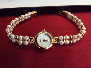 PEARL AND GOLD WATCH WITH EARRINGS