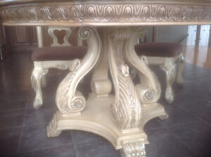 Table, 4chaises,buffet
