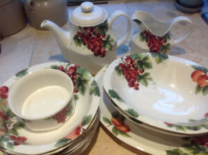 Royal Doulton Everyday China Vintage Grape