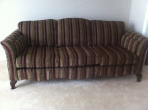 Classic Sofa/Couch London Ontario image 3
