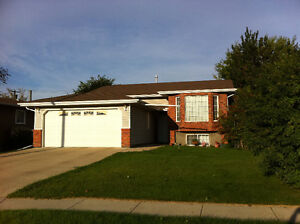Spacious 3 bedroom Main Floor in Stettler