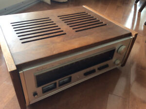 Accuphase T-101  FM tuner in wooden case